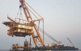 سکوی F18 ساخت متخصصان نفتی قشم در میدان فروزان نصب شد/ برداشت روزانه ۱۲ هزار بشکه نفت از میدان مشترک با عربستان